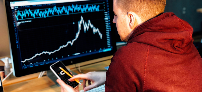 How can you judge a fund manager's performance by using Sharpe ratio?